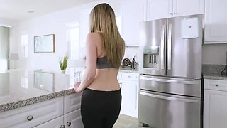Stepsister Likes It When Her Brother Sneaks Up to Her in the Shower