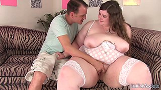 Young Plumper Sapphire Rose Bounces Her Fat Ass Riding a Skinny Creeps Cock