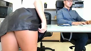 Alluring secretary in high heels exposes her superb ass for