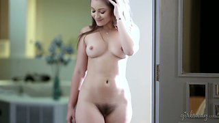 Beautiful babes Shyla Jennings and sex-appeal hottie make love like there's no tomorrow