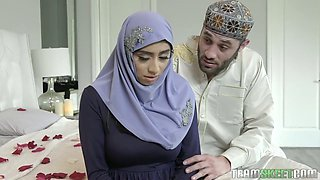Awesome giant bottomed hijab wifey Violet Myers loves some facesitting