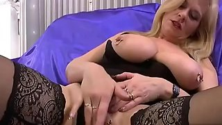 Hot Mature Cunt Gets Much Needed Fingering