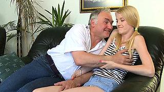 Astonishing russian floosy 's lovebox gets fully satisfied
