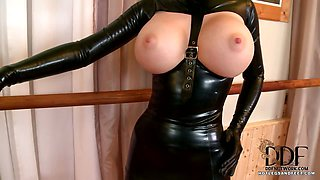 Worshipping Latex Lucy\'s Feet
