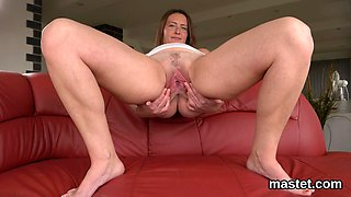 Feisty czech nympho opens up her pink fuckbox to the extreme
