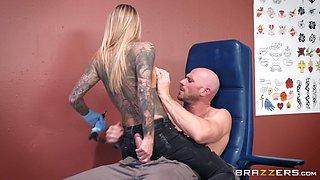 naughty blonde tattoo artist blows her customer