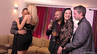 Dolly Diore and Tina Joy know how to enjoy a foursome in the best way