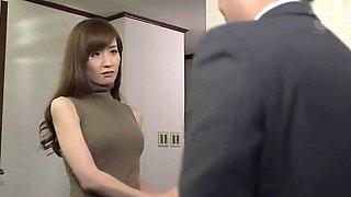 Beauteous busty Japanese MILF Yuna Hayashi receiveing a cumshot on her face