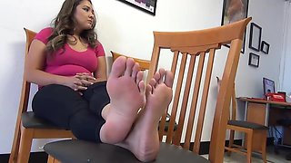 Latina Mom Shows Off her Stunning Soles (Foot Fetish Casting)