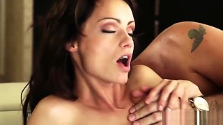 Glamour babe pussylicked before riding