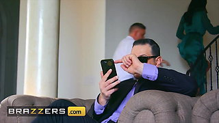 Azul Hermosa cucks her husband with her driver - Brazzers