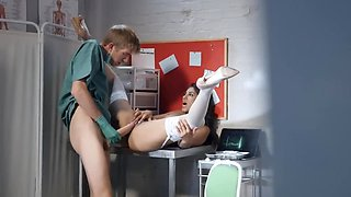 Well-hung doctor stretches exotic colleague near patient