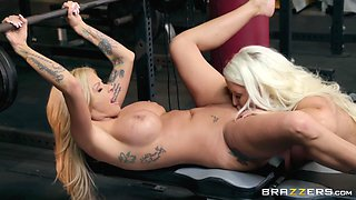Alura Jenson wants to try new ways of reaching orgasm at the gym