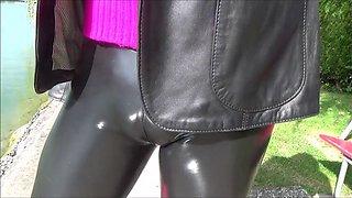 cameltoe in latex leggings