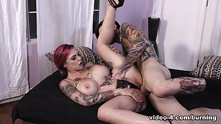 Anna Bell Peaks & Small Hands in Squirtin' Obsession - BurningAngel