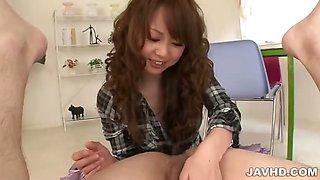 Japanese av model Jyunko Hayama loves to squirt her pussy