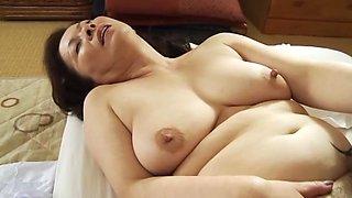 Buxom Chizuru Iwasaki enjoys mouth fucking cock