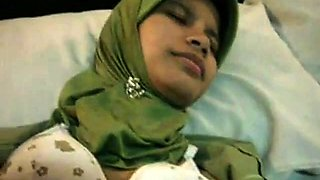 indonesian-jilbab entot di hotel