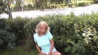 Blonde exhibitionist snatches in public