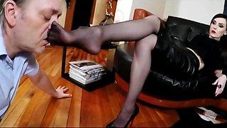 Mistress Footslave