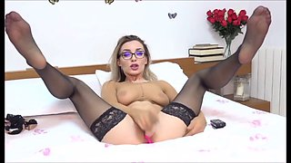 Blond with glasses do fetish show