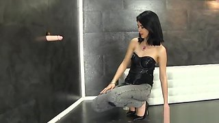 Gloryhole slut gets wam