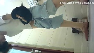chinese girls go to toilet.102
