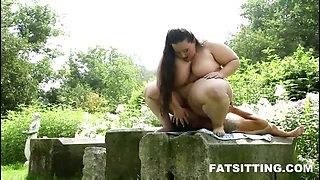 Heavy facesitting video