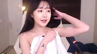 Korean sexy camgirl oils her big tits