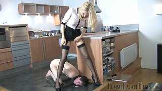 Hardcore male humiliation video featuring kinky slut Eleise de Lacy