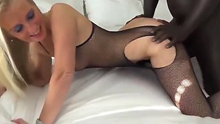 Delightful Mature MILF Gets Brutal Pounded By Her First BBC