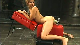 Isis Love gets her pink slit destroyed by a fucking machine and likes it