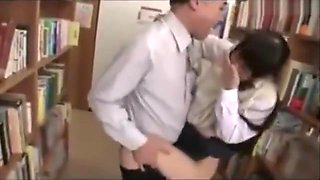 Old guy has ffun with schoolgirl in lib