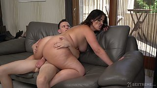 A bit plump big bottomed mature hoe Montse Swinger bows and sucks dick right
