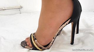 Lady Saskia - Pantyhose & Nylon Toes Foot Worship