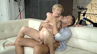 Mature slutty housewife Malya is poked doggy after giving a proper blowjob