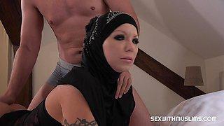 Sexy English muslim whore Barbie Sins