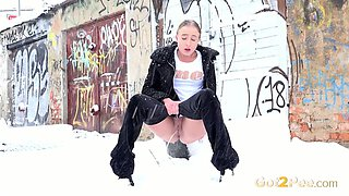 Gianna Ray is a pee slut and doesn't mind peeing in public once in a while